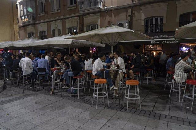Los locales de Cañadío con las luces exteriores apagadas para protestar contra el horario de cierre impuesto