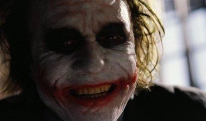 Warner quería dar un origen al Joker de Heath Ledger en El caballero oscuro