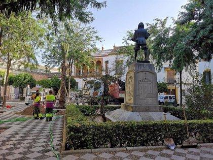Ayuntamiento de Sevilla planta 3 palmeras en Plaza de Pilatos en su plan de reponer la especie en entornos patrimoniales