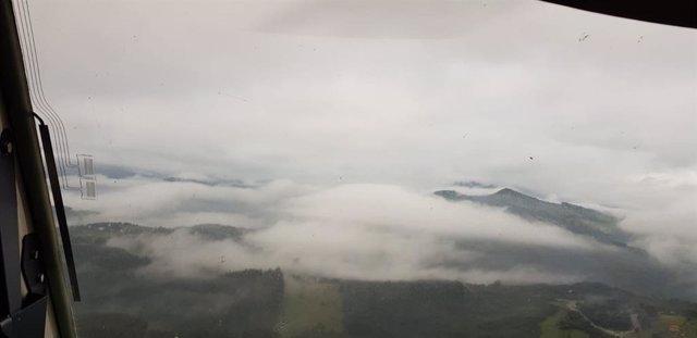 El desfiladero de la Hermida con niebla
