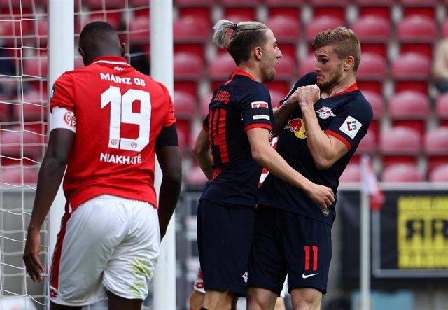 Kampl celebra un gol del Leipzig con Timo Werner durante un partido de la Bundesliga