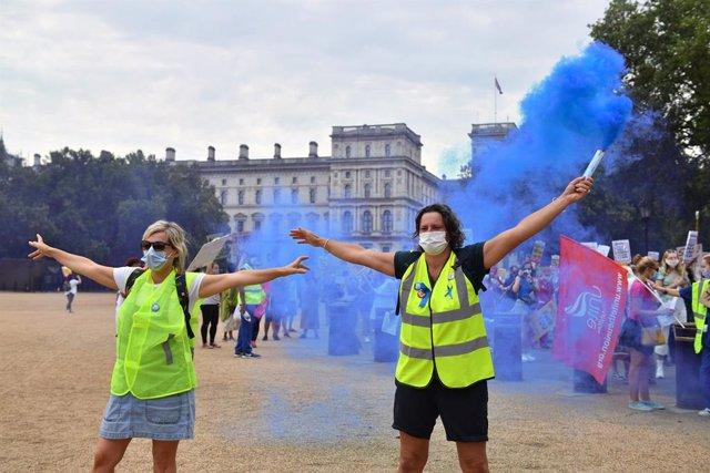 Coronavirus.- Reino Unido rebasa el millar de casos diarios pero baja de la dece