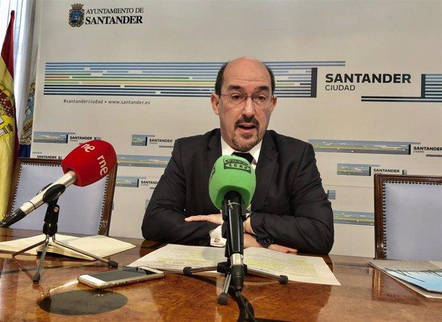 El concejal de Servicios Sociales de Santander, Álvaro Lavín