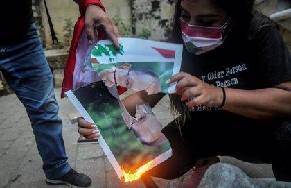 Nuevos enfrentamientos entre Policía y manifestantes en Beirut tras una escaramuza con el yerno del presidente