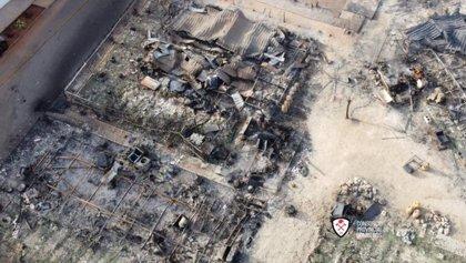 Dos heridos y unas 70 personas desalojadas tras el incendio del camping en Mollina (Málaga)