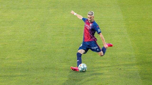 Luisinho renueva con el Huesca para el regreso a LaLiga Santander