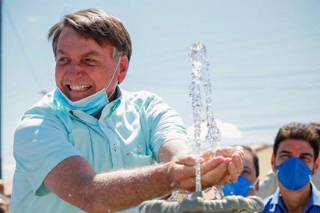 Coronavirus.- Bolsonaro desliza que el confinamiento podría estar detrás de la m