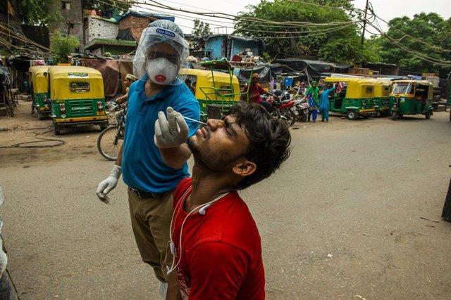 Coronavirus.- La India suma 62.000 nuevos casos y el Gobierno advierte de que se