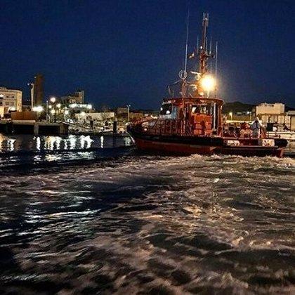 Rescatados ocho tripulantes de un pesquero de Santoña que se hundió en Vizcaya