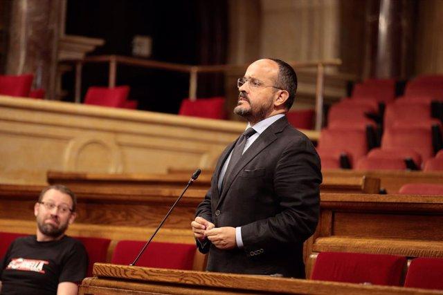 El líder del PP de Catalunya, Alejandro Fernández, en el ple del Parlament del 3 de juny.