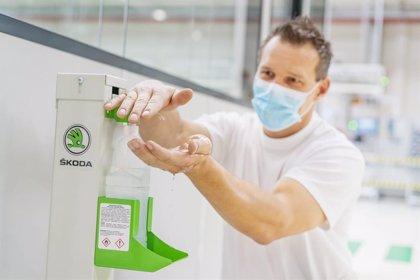 Skoda ofrece pruebas PCR a sus empleados checos para prevenir la expansión del coronavirus