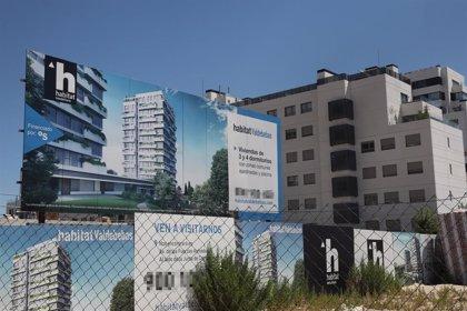 La compraventa de viviendas cae un 33% en junio, aunque registra una mejora respecto a abril y mayo