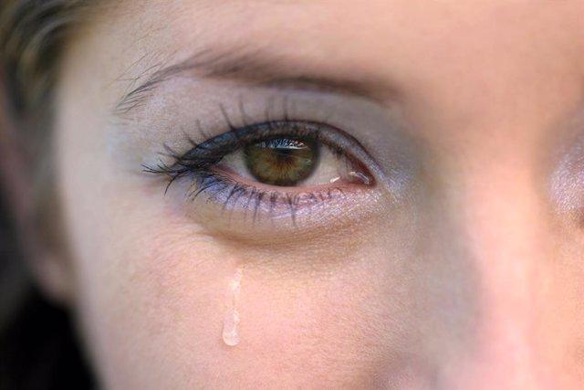 Ojo llorando.
