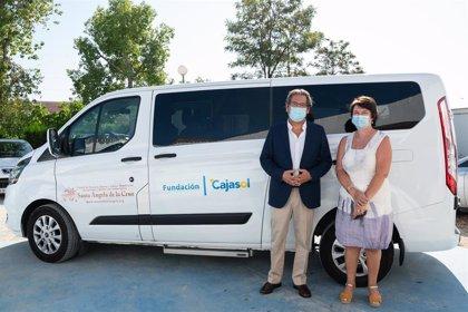 Cajasol.- Fundación Cajasol entrega un nuevo vehículo al centro de personas sordociegas Santa Ángela de la Cruz