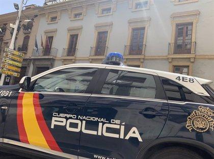 La Policía Nacional sorprende a dos hombres cuando intentaban robar en un hotel cerrado del centro de Murcia