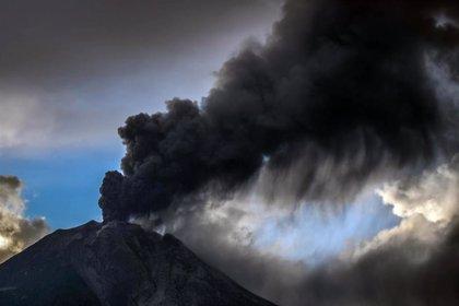 El volcán Sinabung de Indonesia entra en erupción por tercera vez en la última semana