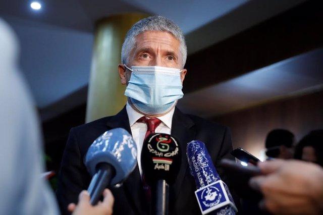 El ministro del Interior, Fernando Grande-Marlaska, atiende a los medios en su tercera visita a Argelia