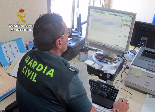 La Guardia Civil detiene a un vecino de Cartagena que adquiría productos para elaborar éxtasis líquido