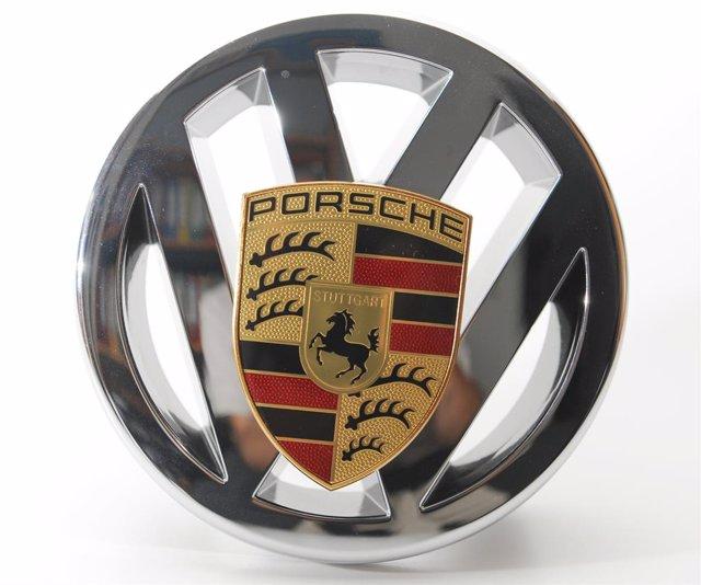 Logo de Porsche y Volkswagen.