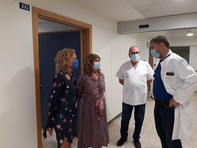 Visita de la delegada territorial de Salud y Familias, Isabel Paredes, y la subdelegada de la Junta de Andalucía en el Campo de Gibraltar, Eva Pajares, al Hospital Puenta de Europa