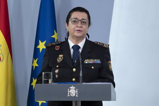 La subdirectora de Recursos Humanos y Formación de la Policía Nacional, Pilar Allúe, interviene en Moncloa durante una de las ruedas de prensa por la crisis del COVID-19