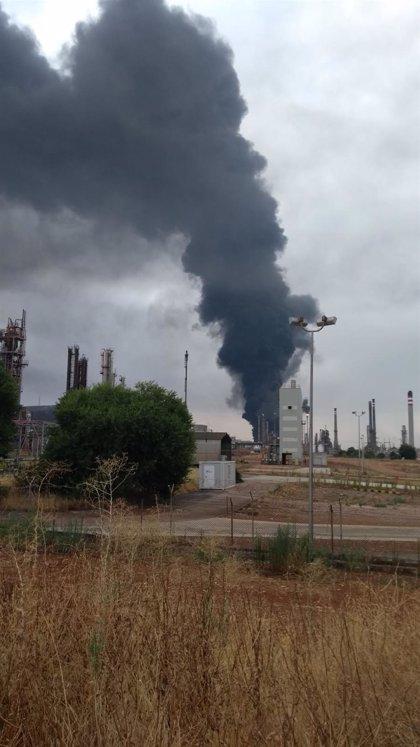 Extinguido el fuego declarado en el complejo industrial de Repsol Puertollano