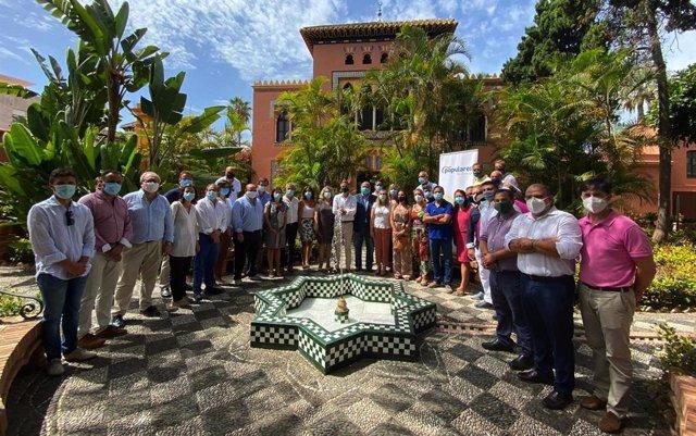 Foto de familia del PP de Granada, en un acto con cargos municipales presidido por el vicesecretario de Política Territorial, Antonio González Terol.
