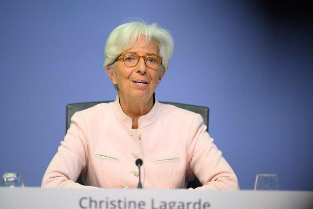 UE.- El BCE reduce a mínimos su volumen semanal de compras de activos contra la