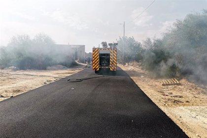 Servicios de emergencia trabajan en la extinción de un incendio en el Camino de la Silla de Alcantarilla