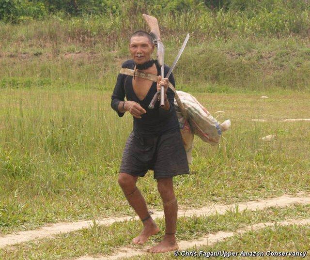 Hombre murunahua contactado por madereros en 1995. La mitad de su pueblo murió tras el contacto inicial.