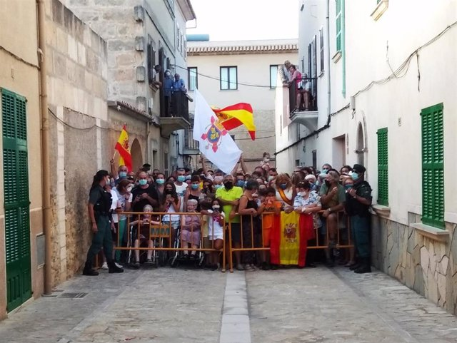 Manifestación a favor de la Monarquía, en Petra, Baleares.