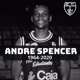 El exjugador de baloncesto estadounidense Andre Spencer