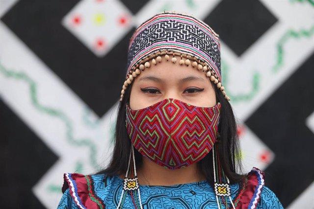 Una mujer perteneciente a la comunidad indígena Shipibo-Conibo.