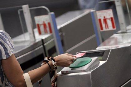 Los usuarios de Metro y EMT descienden un 61,7% en junio