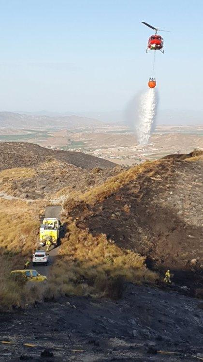 Dan por controlado el incendio declarado este lunes por la noche en la Sierra de Carrasquilla (Lorca)