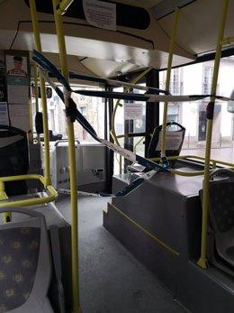 Autobús urbano en Santiago durante el estado de alarma. Bus, covid