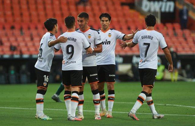 Fútbol.- El Valencia comunica dos casos positivos por COVID-19 tras las pruebas