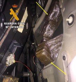 Nota Prensa.La Guardia Civil Interviene En Monesterio Casi 10 Kg De Droga Oculta En Los Paneles De Las Puertas De Un Vehículo
