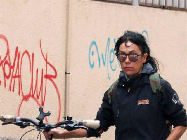 Maite Galdeano en una foto de archivo mientras de dirigía a dar un paseo en bicicleta.