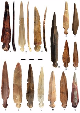 Hallan cuchillos rituales usados para desmembrar difuntos en una cueva neolítica