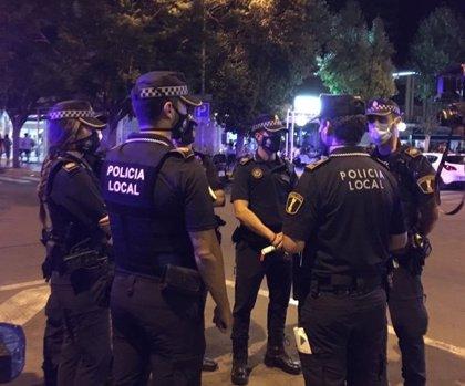 Desalojan un pub con más de 50 personas bailando sin mascarilla en el puerto de Alicante