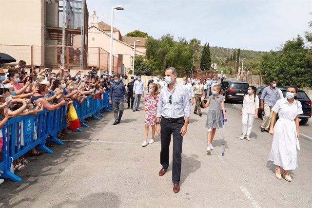 AMP.- La Familia Real, arropada por los vecinos de Son Roca en su visita al proy