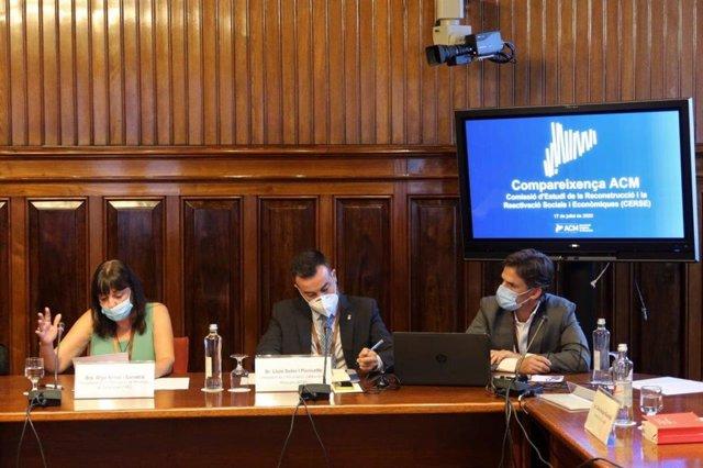 La presidenta de la FMC, Olga Arnau, y el presidente de la ACM, Lluís Soler, en la Comisión de la Reconstrucción y la Reactivación Social y Económica del Parlament