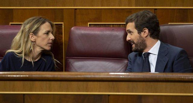 El presidente del Partido Popular, Pablo Casado, y su portavoz, Cayetana Álvarez de Toledo, en el Congreso.