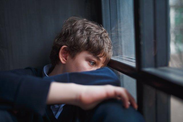 Niño, maltrato, abuso, infeliz