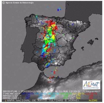 Al menos 15.200 rayos han caído en las últimas 24 horas, 4.000 de ellos entre las 9.00 y las 13.30 en el centro del país