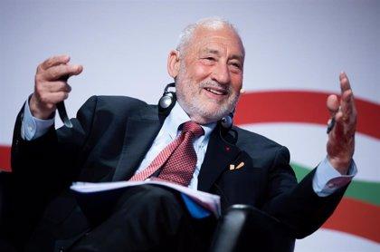 """El Nobel de Economía Joseph Stiglitz cree que Argentina tiene un problema """"grande"""" con la deuda del FMI"""