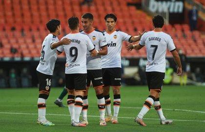 AMP.- Fútbol.- Valencia, Betis, Alavés, Espanyol, Huesca, Mallorca Tenerife y Las Palmas comunican casos positivos