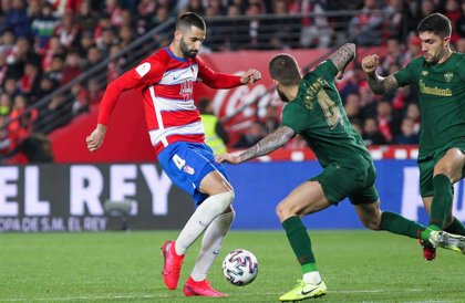 El centrocampista del Granada Maxime Gonalons, positivo por covid-19