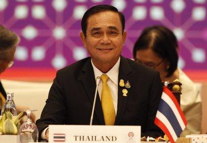 """El primer ministro de Tailandia arremete contra los manifestantes y dice que """"han ido demasiado lejos"""""""
